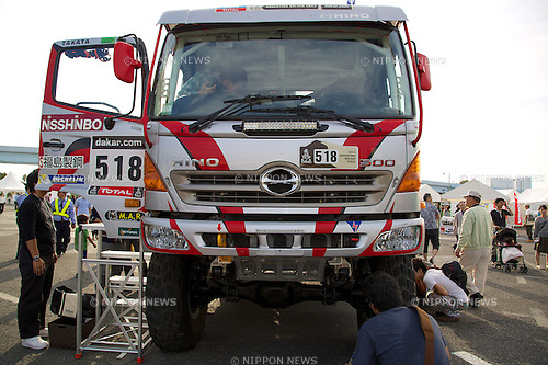"Visitors see the truck ""Hino 500"" during the Tokyo Motor Fes 2014 on October 11th in Odaiba, Tokyo, Japan. The Tokyo Motor Fes 2014 runs from October 11th to 13th with the aim of giving visitors of all ages a chance to interact with current and futuristic motorized vehicles. Held outside on reclaimed land in Tokyo Bay the event has enough space for visitors to test new vehicles and for a synchronized driving demonstration by the Cirque de Mobi. This year Mercedes-Benz and BMW will also participate along with 13 Japanese makers. (Photo by Rodrigo Reyes Marin/AFLO)"