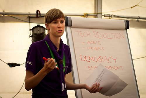 Karin (Finland) hosting the Big Talks -event. Photo: Mikko Roininen / Scouterna