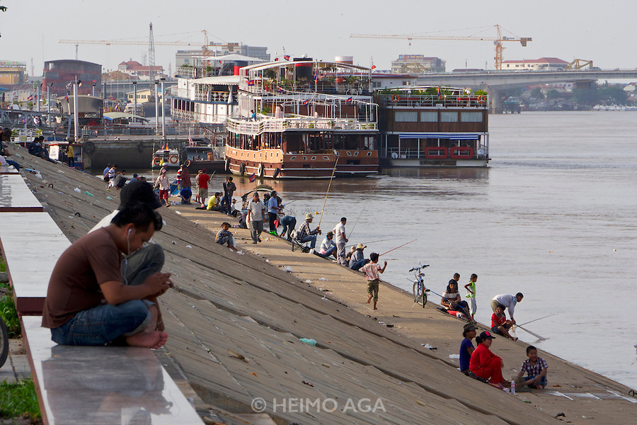 Phnom Penh, Cambodia. Fishing at Tonle Sap.