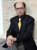 Lo scrittore statunitense Jeffery Deaver ritratto in occasione del Festival Internazionale delle Letterature a Roma, 21 maggio 2008..U.S. writer Jeffery Deaver portrayed in occasion of the International Literature Festival in Rome, 21 may 2008..UPDATE IMAGES PRESS/Riccardo De Luca
