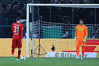 Branimir Hrgota (Eintracht Frankfurt) tritt an gegen Ex-Teamkollegen Torwart Yann Sommer (Borussia Mönchengladbach) zum entscheidenden Elfmeter - 25.04.2017: Borussia Moenchengladbach vs. Eintracht Frankfurt, DFB-Pokal Halbfinale, Borussia Park