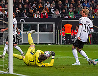 Torwart Bailey Peacock-Farrell (Nordirland, Northern Ireland) hält gegen Julian Brandt (Deutschland Germany) - 19.11.2019: Deutschland vs. Nordirland, Commerzbank Arena Frankfurt, EM-Qualifikation DISCLAIMER: DFB regulations prohibit any use of photographs as image sequences and/or quasi-video.