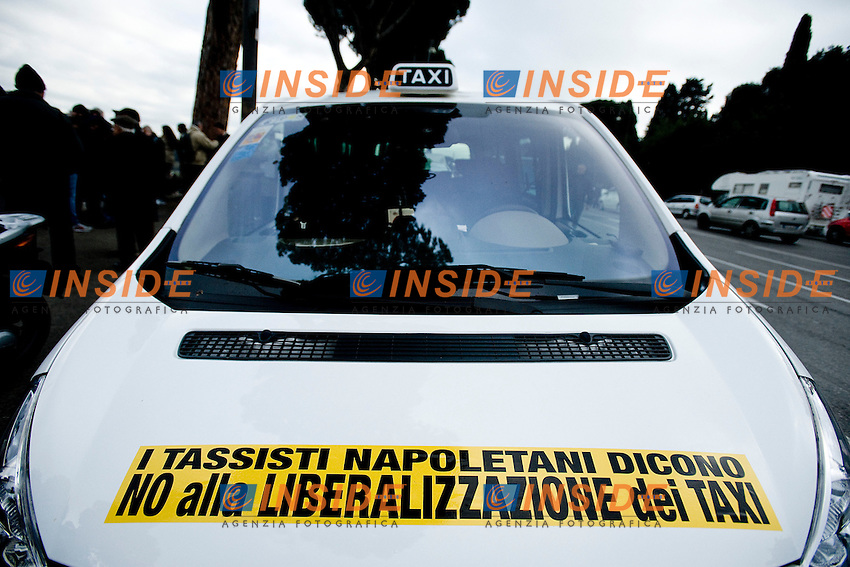 Taxi parcheggiati in segno di protesta .Roma 18/01/2012 Protesta dei tassisti a Circo Massimo contro le liberalizzazioni imposte dal Governo .Foto Insidefoto
