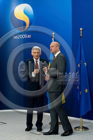 Brussels-Belgium - September 17, 2009 -- Informal European Council, EU-summit under Swedish Presidency; here, Fredrik REINFELDT (ri), Prime Minister of Sweden, welcomes Jerzy BUZEK (le), President of the European Parliament -- Photo: Horst Wagner / eup-images