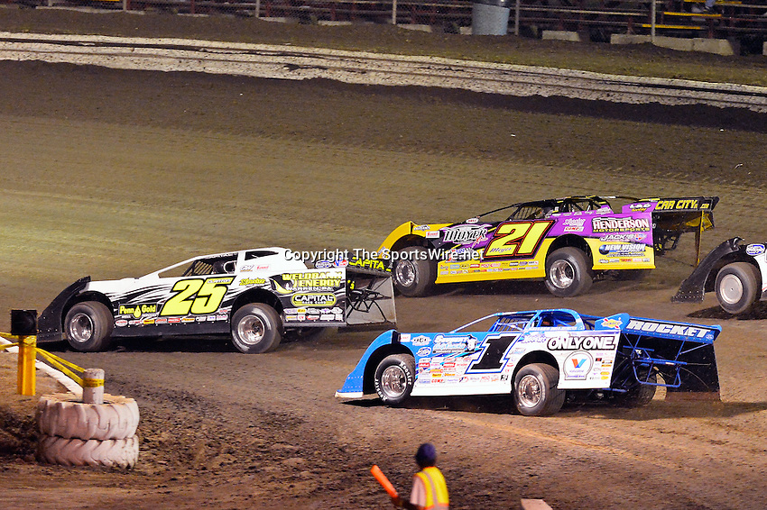 Feb 20, 2014; 7:29:57 PM;  Barberville, FL, USA;  World of Outlaws Late Model Series for 43rd Annual DIRTcar Nationals presented by Summit Racing Equipment at Volusia Speedway Park.  Mandatory Credit: (thesportswire.net)
