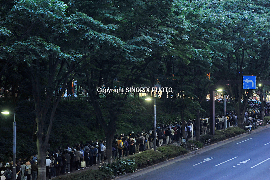 Homeless queue for food in Central Tokyo's Shinjuku Park, Sunday 7th June 2009.  Almost 700 homeless queued for food every Sunday provided by a volunteer group. After the subprime crisis hitthe Japanese GDP contracting 15.2 per cent in the first quarter, the worst in 55 years and 800,000 workers have lost their jobs in the last few months and the numbers of homless has rocketed.