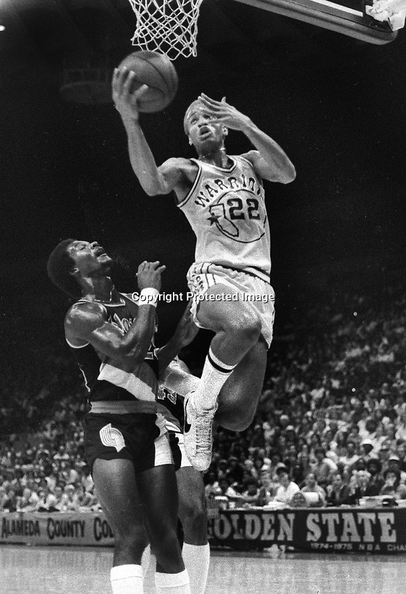 GoldenState Warrior Sonny Parker scores against Portland. (1978 photo/Ron Riesterer)