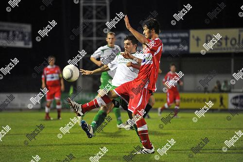 2011-09-24 / voetbal / seizoen 2011-2012 / Dessel Sport - Hoogstraten / Allan Ven (l) (Dessel) in duel om de bal met Thijs Schrauwen (r) (Hoogstraten)