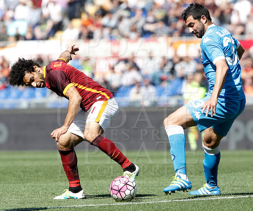 Calcio, Serie A: Roma vs Napoli. Roma, stadio Olimpico, 25 aprile 2016.<br /> Roma's Mohamed Salah, left, is challenged by Napoli's Raul Albiol during the Italian Serie A football match between Roma and Napoli at Rome's Olympic stadium, 25 April 2016. <br /> UPDATE IMAGES PRESS/Isabella Bonotto