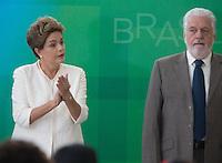 BRASILIA, DF, 19.11.2015 - DILMA-NEGROS-  A presidente Dilma Rousseff e o ministro da Casa Civil, Jaques Wagner,  durante a cerimônia comemorativa do Dia Nacional da Consciência Negra, no Palácio do Planalto, nesta quinta-feira, 19.(Foto:Ed Ferreira / Brazil Photo Press/Folhapress)