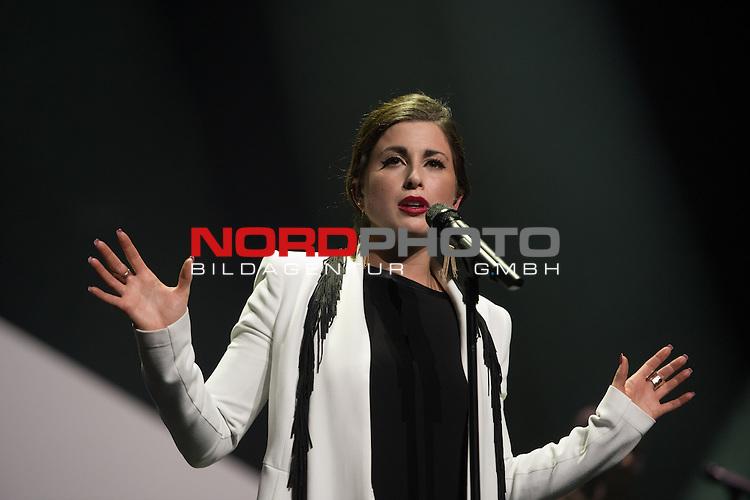 05.03.2015, TUI Arena , Hannover, Eurovision Song Contest 2015 - Unser Song f&uuml;r &Ouml;sterreich, im Bild<br /> <br /> Barbara Sch&ouml;neberger (Moderation) mit dem eigentlichen Gewinner, der aberzur&uuml;ckzog<br /> Andreas K&uuml;mmert (Song &quot;Home Is In My Hands&quot; und &ldquo;Heart Of Stone&ldquo;)<br /> <br /> daf&uuml;r gewann<br /> Ann Sophie (Song Jump The Gun&quot; und &ldquo;Black Smoke&ldquo;)<br /> <br /> Foto &copy; nordphoto / Kokenge