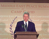 United States President Bill Clinton makes a statement on the continuing Middle East Peace Summit as he departs Camp David to attend the Economic Summit in Japan at Thurmont Elememtary School, Thurmont, Maryland on Thursday, July 20, 2000..Credit: Ron Sachs - Pool via CNP