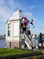 Nederland Zaanse Schans 2015. Tinkoepel aan de Zaan. In de koepel is een tinnegieterij gevestigd.  Foto Berlinda van Dam / Hollandse Hoogte.