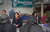 United States President Barack Obama and family hand out Thanksgiving food to the needy at Bread for the City in Southeast Washington, Wednesday, Nov. 26, 2014.  From left to right: President Obama, Malia Obama, first lady Michelle Obama, and Sasha Obama.<br /> Credit: Martin H. Simon / Pool via CNP