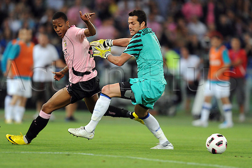 29.05.2011 Abel Hernandez (Palermo), Julio Cesar (Inter) Coppa Italia (TIM Cup) Final match between Inter Milan 3-1 Palermo at Stadio Olimpico in Rome, Italy.
