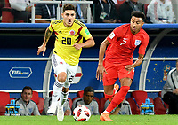 MOSCU - RUSIA, 03-07-2018: Juan QUINTERO (Izq) jugador de Colombia disputa el balón con Jesse LINGARD (Der) jugador de Inglaterra durante partido de octavos de final por la Copa Mundial de la FIFA Rusia 2018 jugado en el estadio del Spartak en Moscú, Rusia. / Juan QUINTERO (L) player of Colombia fights the ball with Jesse LINGARD (R) player of England during match of the round of 16 for the FIFA World Cup Russia 2018 played at Spartak stadium in Moscow, Russia. Photo: VizzorImage / Julian Medina / Cont