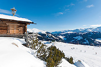 Austria, Tyrol, Ziller Valley Arena, Gerlos: ski region Isskogel above Latschenalm; easy ski run - ski area Koenigsleiten at background | Oesterreich, Tirol, Zillertal-Arena, Gerlos: Skigebiet Isskogel oberhalb der Latschenalm;  leichte, blaue Piste - im Hintergrund Skigebiet Koenigsleiten