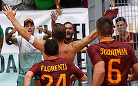 Calcio, Serie A: Roma vs Sampdoria. Roma, stadio Olimpico, 11 settembre 2016.<br /> Roma&rsquo;s Francesco Totti celebrates after scoring the winning goal on a penalty kick during the Italian Serie A football match between Roma and Sampdoria at Rome's Olympic stadium, 11 September 2016. Roma won 3-2.<br /> UPDATE IMAGES PRESS/Riccardo De Luca