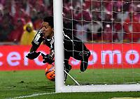 BOGOTA - COLOMBIA – 25 -03-2017: Jose Sanchez, portero de Millonarios no logra detener el disparo de Johan Arango, jugador de Independiente Santa Fe, (Fuera de Cuadro) al anotar el segundo gol de su equipo, durante partido aplazado de la fecha 2 entre Independiente Santa Fe y Millonarios, por la Liga Aguila I-2017, en el estadio Nemesio Camacho El Campin de la ciudad de Bogota. / Jose Sanchez, goalkeeper of Millonarios, fails to stop Johan Arango, (Out of Frame), player of Independiente Santa Fe, the second goal of his team, during a postponed match of the date 2 between Independiente Santa Fe and Millonarios, for the Liga Aguila I -2017 at the Nemesio Camacho El Campin Stadium in Bogota city, Photo: VizzorImage / Luis Ramirez / Staff.