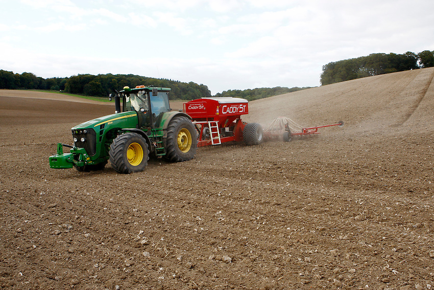 Photo: Richard Lane/Richard Lane Photography..A John Deere 8530 pulls a Weaving Machinery Caddy 5t  tine eight metre seed drill sowing winter wheat near Amersham in the Chiltern Hill, South Buckinghamshire. 18/09/2010.