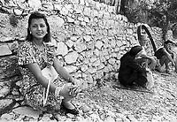 - Villaggio albanese, Queparo (Cepar&ograve;, agosto 1993); la bella ragazza elegante<br /> <br /> -  Albanian  Village, Queparo (Cepar&ograve;, August 1993); the beautiful elegant girl