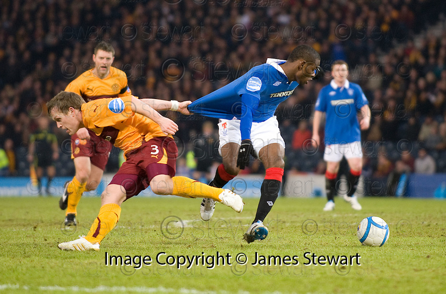 :: MAURICE EDU IS PULLED BACK BY STEVEN HAMMELL IN THE BOX BUT REFEREE WILLIE COLLUM WAVES PLAY ON ::