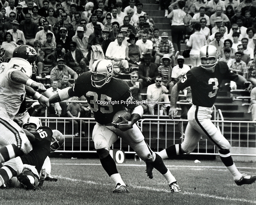 Oakland Raiders Hewritt Dixon takes handoff from Daryle Lamonica against the Kansas City Chiefs.<br />(1967 photo by Ron Riesterer/photoshelter)
