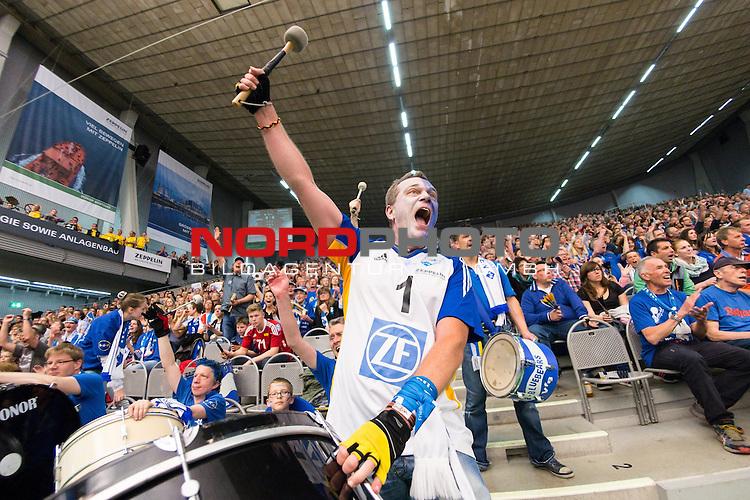 03.05.2015, ZF Arena, Friedrichshafen<br /> Volleyball, Bundesliga Maenner, Play-offs Finale 5, VfB Friedrichshafen vs. Berlin Recycling Volleys<br /> <br /> Feature Zuschauer / Fans / Fanblock Friedrichshafen<br /> <br />   Foto &copy; nordphoto / Kurth