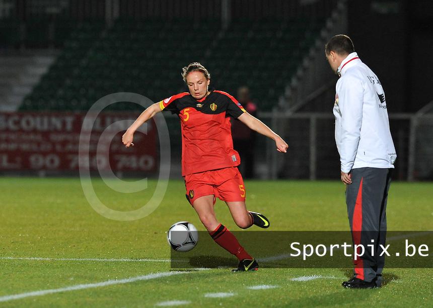 Northern Ireland : UEFA Women's Euro Qualifying group stage (Group 3) - 19/09/2012 - BELFAST  - Windsor Linfield FCl Stadion : Northern Ireland ( Noord Ierland ) - BELGIUM ( Belgie ) : Lorca Van De Putte.foto DAVID CATRY / Vrouwenteam.be.