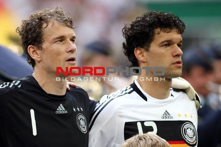 UEFA Euro 2008 Test - Deutschland (GER) vs. Serbien ( SRB ) 2 - 1 am 31.05.2008 in Gelsenkirchen - Auf Schalke<br /> Freundschaftsspiel - Friendlymatch<br /> <br /> Jens Lehmann (#1 ARSENAL London Torwart / Keeper Deutsche Nationalmannschaft) und Michael Ballack (#13 Chelsea London Deutsche Nationalmannschaft) w&auml;hrend der Nationalhymne vor dem Spiel.<br /> <br /> Foto &copy; nph (  nordphoto  ) *** Local Caption ***