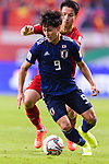 Minamino Takumi of Japan (front) fights for the ball with Do Hung Dung of Vietnam (back) during the AFC Asian Cup UAE 2019 Quarter Finals match between Vietnam (VIE) and Japan (JPN) at Al Maktoum Stadium on 24 January 2018 in Dubai, United Arab Emirates. Photo by Marcio Rodrigo Machado / Power Sport Images