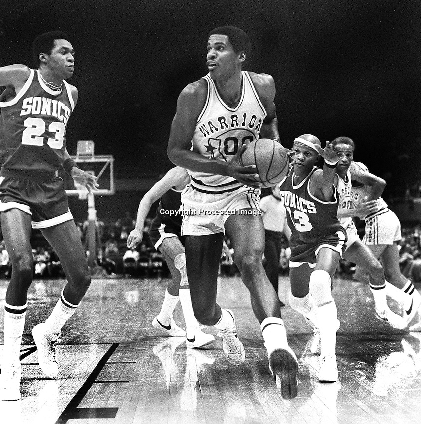 Warriors Robert Parrish with Seattle Supersonics #23Mike Green and chased by Slick Watts, (1977 photo/Ron Riesterer)