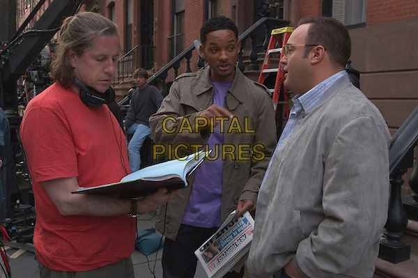 ANDY TENNANT (DIRECTOR), WILL SMITH & KEVIN JAMES.on the set of Hitch.*Filmstill - Editorial Use Only*.CAP/FB.Supplied by Capital Pictures.