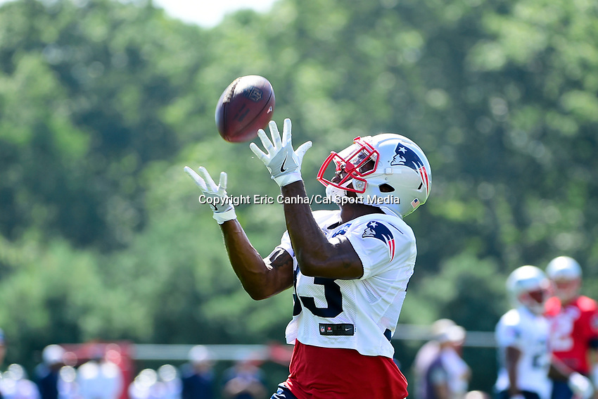 July 28, 2017: New England Patriots running back Dion Lewis (33) makes a catch at the New England Patriots training camp held at Gillette Stadium, in Foxborough, Massachusetts. Eric Canha/CSM