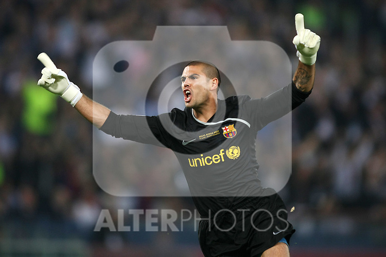 FC Barcelona's Victor Valdes celebrates goal during the UEFA Champiosn League Final match in Roma.May 27 2009. (ALTERPHOTOS/Acero).