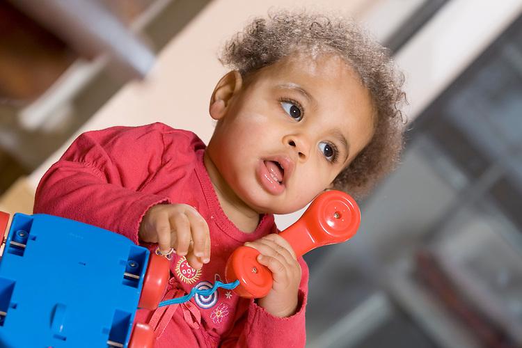Europa, DEU, Deutschland, Baby, Kleinkind, Alter 10 Monate, Maedchen, Farbig, Spielzeug, Spiel, Telefon, Telefoniert, Kategorien und Themen, Menschen, People, Kind, Kinder, Kindheit, Kindlich, ....[Fuer die Nutzung gelten die jeweils gueltigen Allgemeinen Liefer-und Geschaeftsbedingungen. Nutzung nur gegen Verwendungsmeldung und Nachweis. Download der AGB unter http://www.image-box.com oder werden auf Anfrage zugesendet. Freigabe ist vorher erforderlich. Jede Nutzung des Fotos ist honorarpflichtig gemaess derzeit gueltiger MFM Liste - Kontakt, Uwe Schmid-Fotografie, Duisburg, Tel. (+49).2065.677997, ..archiv@image-box.com, www.image-box.com]