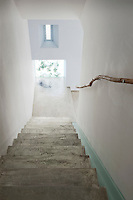 At the foot of this simple concrete staircase is a snail made of chicken wire, one of several sculptures by Benedetta Mori Ubaldini which can be found dotted around the house