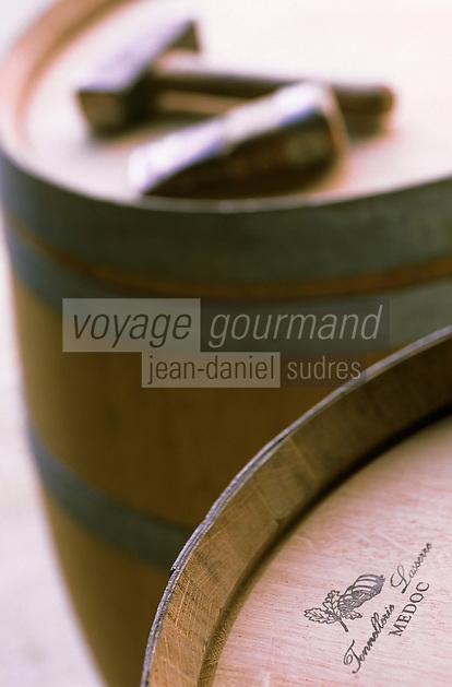 Europe/France/Aquitaine/33/Gironde/Vertheuil: Tonnellerie Lasserre - Détail des barriques et outils du tonnelier - Barrique bordelaise