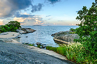 Klippa vid havet på Rödlöga i Stockholms ytterskärgård Roslagen