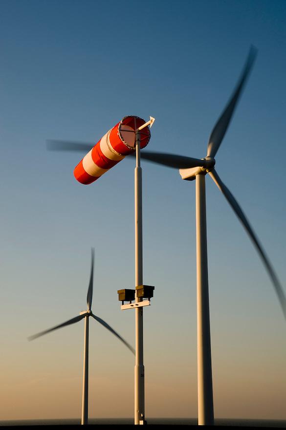 Nederland, Kamperland, 30 jan 2009.Windpark Roompotsluis staan op het  noordelijke havenplateau Noordland-Buiten nabij de Roompotsluis in de Oosterscheldekring (gemeente Veere).  Zijn twee turbines van Vestas, 78 meter hoog.Foto (c) Michiel Wijnbergh..