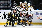 Stockholm 2013-12-07 Ishockey Elitserien AIK - Skellefte&aring; AIK :  <br /> Skellefte&aring;s Jimmie Ericsson gratuleras av lagkamrater efter sitt 2-0 m&aring;l medan AIK:s Derek Joslin deppar framf&ouml;r <br /> (Foto: Kenta J&ouml;nsson) Nyckelord:  AIK Skellefte&aring; SAIK jubel gl&auml;dje lycka glad happy