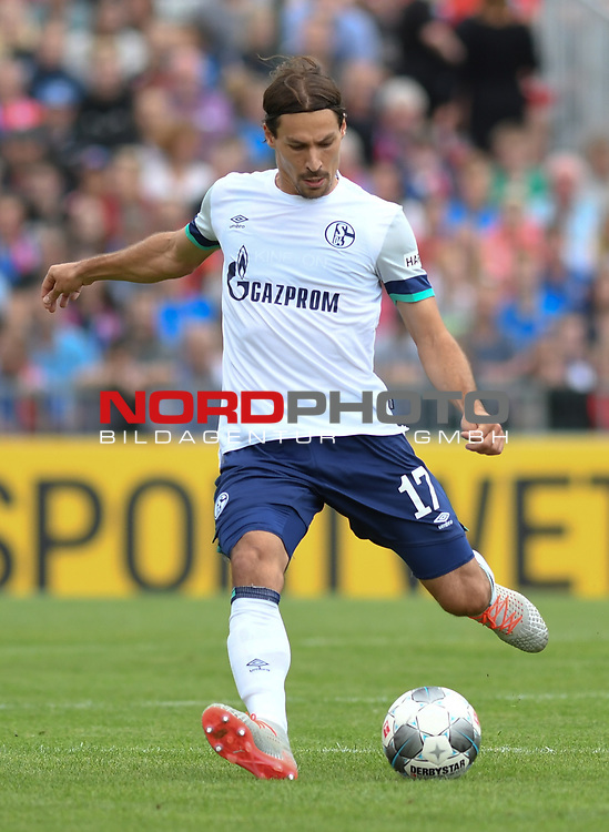 10.08.2019,  GER; DFB Pokal, SV Drochtersen/Assel vs FC Schalke 04 ,DFL REGULATIONS PROHIBIT ANY USE OF PHOTOGRAPHS AS IMAGE SEQUENCES AND/OR QUASI-VIDEO, im Bild Einzelaktion Hochformat Benjamin Stambouli (Schalke #17) Foto © nordphoto / Witke