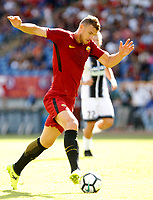 Calcio, Serie A: Roma vs Udinese. Roma, stadio Olimpico, 23 settembre 2017.<br /> Roma&rsquo;s Edin Dzeko in action during the Italian Serie A football match between Roma and Udinese at Rome's Olympic stadium, 23 September 2017. Roma won 3-1.<br /> UPDATE IMAGES PRESS/Riccardo De Luca