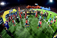 MEDELLÍN-COLOMBIA, 06-11-2019: Jugadores de Deportivo Independiente Medellín y Deportivo Cali, entran a la cancha para partido de vuelta entre Deportivo Independiente Medellín y Deportivo Cali, por la final de la Copa Águila 2019, en el estadio Atanasio Girardot de la ciudad de Medellín./ Players of Deportivo Independiente Medellin and Deportivo Cali, enter to the field for a match of the second leg between Deportivo Independiente Medellin and Deportivo Cali, for the final of the Aguila Cup 2019 at the Atanasio Girardot stadium in Medellin city. / Photo: VizzorImage  / Nelson Ríos / Cont.
