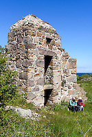 Ruine der Festungsanlagen auf Christians&oslash;, Ertholmene (Erbseninseln) bei Bornholm, D&auml;nemark, Europa<br /> Ruin of fortress on Christians&oslash;, Ertholmene, Isle of Bornholm Denmark