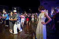 Senigallia, Agosto 2013. Ballerini di Rock 'n Roll ballano in una piazza di Senigallia durante il Festival Summer Jamboree.