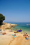 Kleiner Strand beim Campingplatz von Glavotok; little beach at the camping, campsite of Glavotok, Krk Island, Dalmatia, Croatia. Insel Krk, Dalmatien, Kroatien. Krk is a Croatian island in the northern Adriatic Sea, located near Rijeka in the Bay of Kvarner and part of the Primorje-Gorski Kotar county. Krk ist mit 405,22 qkm nach Cres die zweitgroesste Insel in der Adria. Sie gehoert zu Kroatien und liegt in der Kvarner-Bucht suedoestlich von Rijeka.