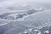 Luchtfoto Nationaal Park Lauwersmeer met bevroren en deel besneeuwde ijsvlakte