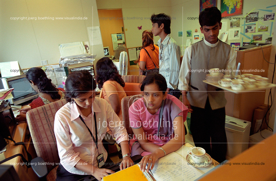 INDIA, Mumbai, Tata Consultancy Service TCS, BPO, callcenter and software programming, chaiwallah serves tea