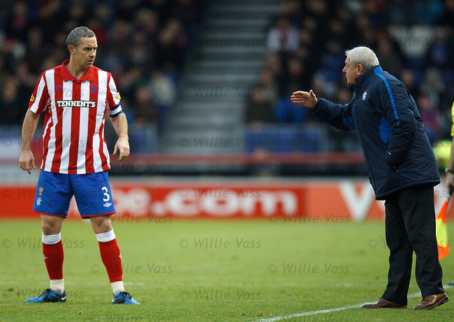 Walter Smith gives instructions to David Weir